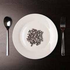 Happy meal (Francesco Bartaloni) Tags: italy white black florence still italia dish fork spoon meal firenze stillife forks forchetta spoons piatto cucchiaio forchette opposti bartaloni francescobartaloni frankbb
