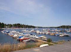The Jarlerud Marina (Steffe) Tags: sea summer water marina canon boats sweden haninge dalar jarleruds marindepn