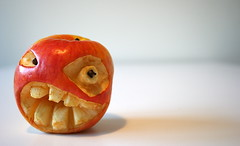 La Mela Marta (Marco aka MenfiS) Tags: halloween apple fruits marcia occhi marta nightmare frutta bigapple bocca mela melo decorazioni terrore denti reano incubi garofano melamarcia thenighmarebeforechristmas