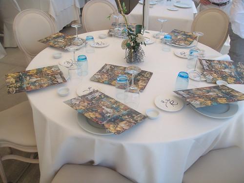Detalle de mesa en el salón exterior
