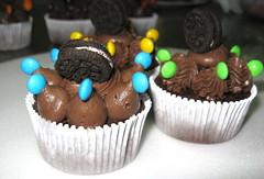 Chocolate (Pin Up Pastelería Americana) Tags: blue brown green argentina yellow cake dessert cupcakes sweet chocolate cupcake cordoba buttercream marcosjuarez minioreo minirocklets