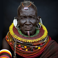 Turkana old woman with labret - Kenya (Eric Lafforgue) Tags: africa portrait people face beads kenya culture tribal human drought tribes bead afrika tradition tribe ethnic tribo famine gens visage labret headdress afrique headwear ethnology headgear tribu eastafrica turkana beadednecklace coiffe qunia 7151 lafforgue ethnie ethny  qunia    beadsnecklace kea    humainpersonne a