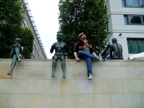 joe with bronze girls