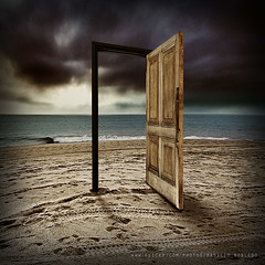 The Door, the other side of disillusionment (Basilio Robledo) Tags: chile door beach photoshop puerta playa justimagine flickraward flickrestrellas artgalleryandmuseums sonydsch50 updatecollection ucreleased basiliorobledo ~creativity~ boxofbrilliantmemories flickraward5 flickrawardgallery