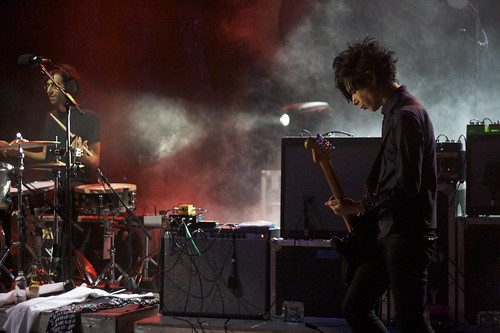 Brian Chase and Nick Zinner by robertcastro.