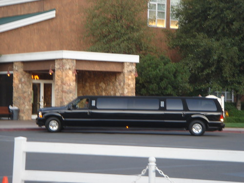 Hall & Oats limo...quiet entrance