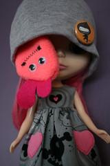 what the..?! (camillaeatsfiftyeggs) Tags: love hat hearts skull ninja lee blythe leeloo pinks greys fingerpuppet buttonarcade ichigoheaven