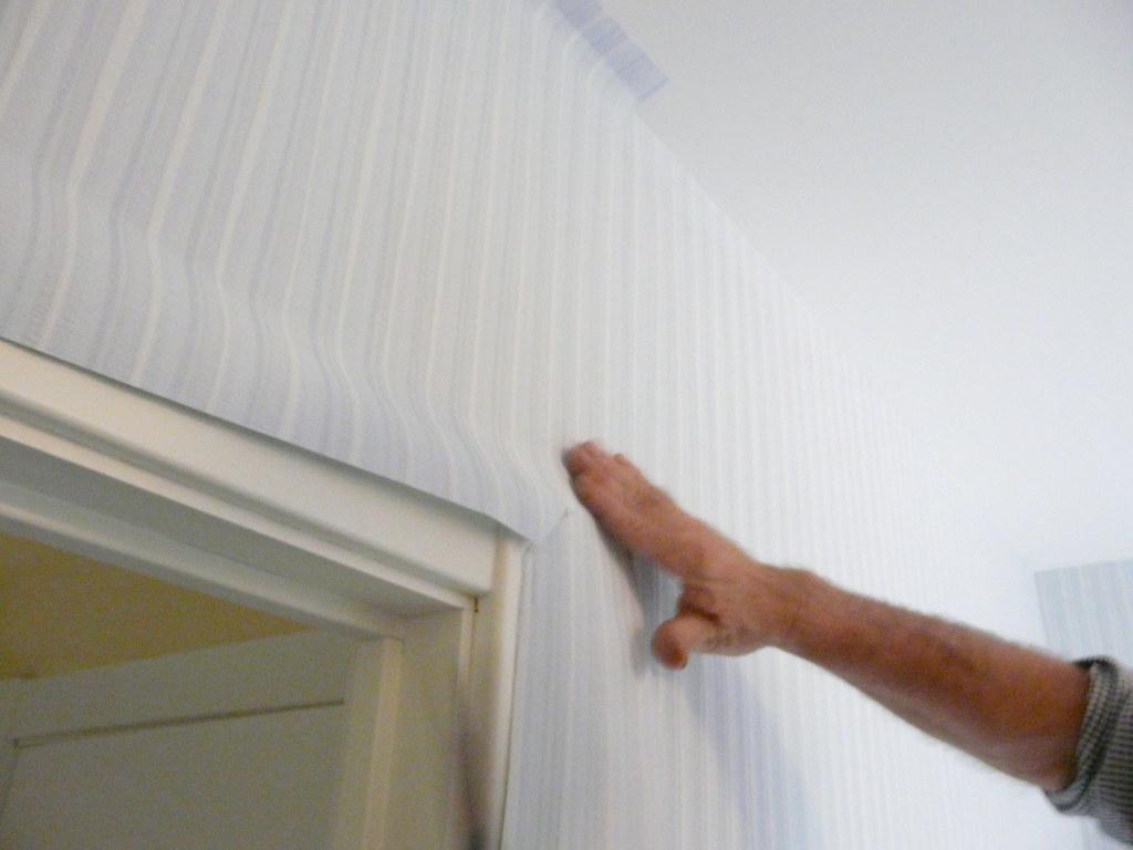 ... (Bart + Veerle (Barvee)) Tags: deur slaapkamer behangen behangpapier