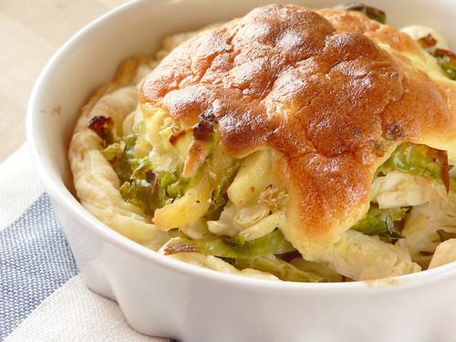 Rosenkohl-Apfel-Quiche mit Joghurtschaum