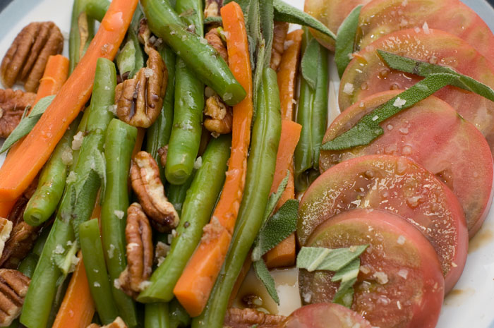 green beans and carrots with balsamic vinegar