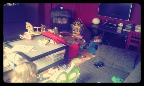 Mijn dochters kunnen heel mooi (samen) spelen. De rommel die ze maken neem ik er dan graag bij!