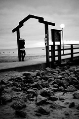 Portal (Marcus Libck) Tags: bw beach girl person pier rocks photographer portal lightroom falkenberg skrea strandbaden skreabeach