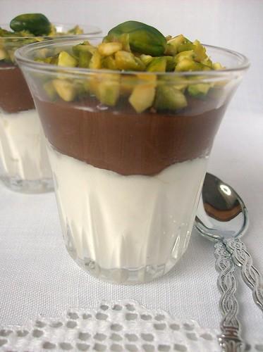 Bicchierini di ricotta al bergamotto, nutella e pistacchi