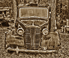 English Taxi (SepiaBillo) Tags: old english car austin decay taxi alabama boaz flimsy fx3