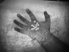 Comfortably Numb (Jack_Daniel) Tags: people bw music me photoshop hands mod mani pinkfloyd io musica songs pill