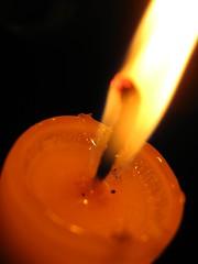 ACERCATE HACIA LA LUZ (C O - H E R E D E R O) Tags: luz peru noche lima velas nuevo captura resplandor apagon badix