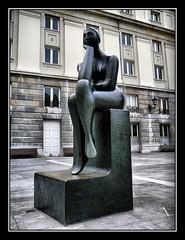 La pensadora (khuasi) Tags: teatro esculturas oviedo blueribbonwinner campoamor pensadora