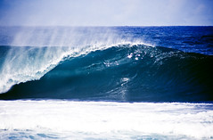 shiny blue one (Jeff.Levingston.) Tags: ocean travel blue sea water hawaii empty offshore pipe salt wave 09 february crowds