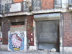 ANGER! (indrarado) Tags: old portugal broken painting graffiti stencil paint cookie alt lisboa lisbon picture anger spray winner bite lissabon muffin wut acg kaputt beisen törtchen sprühen friendlychallenges anotherchallengegroup friendlychallengeswinner