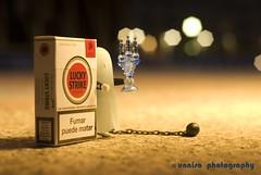 "Fumar ""puede"" matar (unai momoitio) Tags: night toy photography 50mm lights luces noche photo nikon dof bokeh creative desenfoque d200 18 creatividad fantasma playmobil juguete buket unaisa"