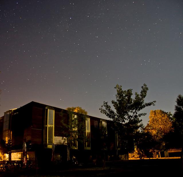 A Bélatelepi kajakház éjszaka