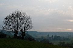 Château de Beusdael ((Erik)) Tags: mist evening haze belgium seeitlarge sippenaeken ddd5 dolledokadonderdag 2vliegeninéénklapnlb kepmijntwijfelsoverbelgië châteaudebeusdael thebelgiummountains