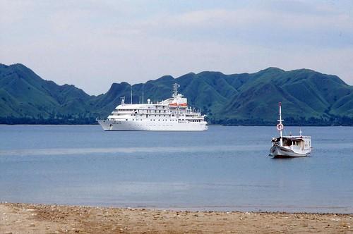 1994.01-15a Komodo Island, Renaissance VI cruise ship 1994