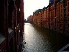 (anka.anka28) Tags: city building water germany canal hamburg explore elbe woda budynek kana otw platinumheartaward