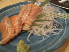 魚の四文屋:100円刺身(サーモン)