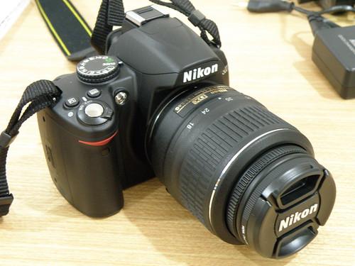 Nikon D3000/Nikkor 18-55mm/8 Gb SD/сумка - Зеркальные фотоаппараты.