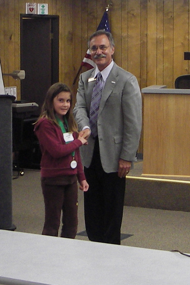 Chunguita gets an award from the mayor