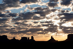 Sunrise at Monument Valley (jiquem) Tags: arizona sky usa sun tourism monument sunrise landscape vacances soleil utah nationalpark holidays desert indian ciel valley tourisme amrique levdesoleil gouldingslodge