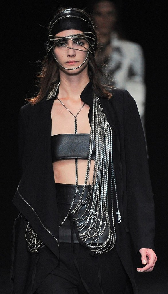 Ann Demeulemeester Summer 2010 zipper pieces 4