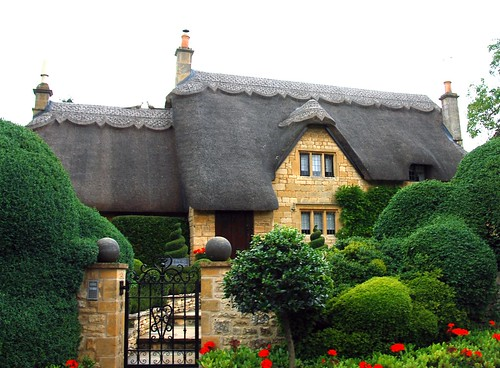 thatched roof with a nice haircut, cotswolds