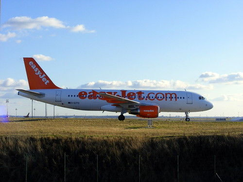 easyJet Airbus A320-214 G-EZTO @ CDG by slasher-fun.