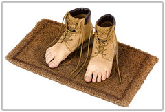 Le Modèle Kaki ('PixelPlacebo') Tags: feet boots surrealism surreal magritte rené schuhe füsse waterproof kaki 1935 bootstrap lemodèlerouge