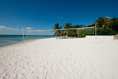Volleybollist's paradise (Dmitry Chastikov) Tags: winter sea nature landscape mexico pentax coconut bluesky palm cielo whitesand mujeres isla islamujeres фото sigma1020 k20d дмитрийчастиков