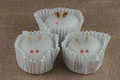 Rabbit Mochi/Manju from Piyonya of Kyoto (Food Librarian) Tags: food rabbit japanese baking kyoto sweet librarian mochi confectionary manju piyonya anbeans 200907rabbitmochi