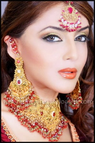 indian bridal makeup photos. how to do asian ridal makeup.
