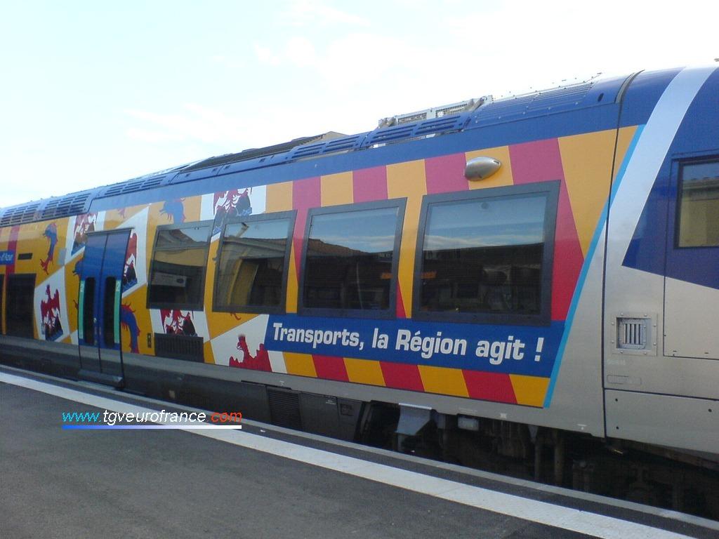 """Vue du pelliculage """"Transports, la Région agit"""" aux couleurs de la Région Provence-Alpes-Côte d'Azur (PACA)"""