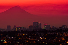 mexico city sunrise (bdebaca) Tags: city skyline sunrise mexicocity df ciudad amanecer popocatepetl mexiko distritofederal messico volcan mejico
