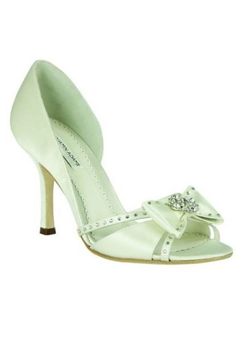 Design a beautiful wedding shoes.