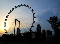 Flyer (kristian.eric) Tags: sunset building wheel silhouette canon landscape singapore powershot ferriswheel observationwheel g9 singaporeflyer