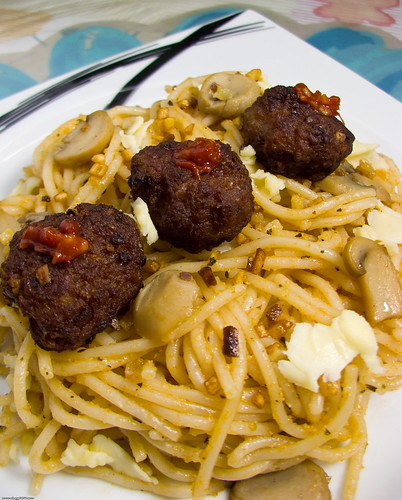Herb and Garlic Pasta with Spicy Meatballs and Mushrooms