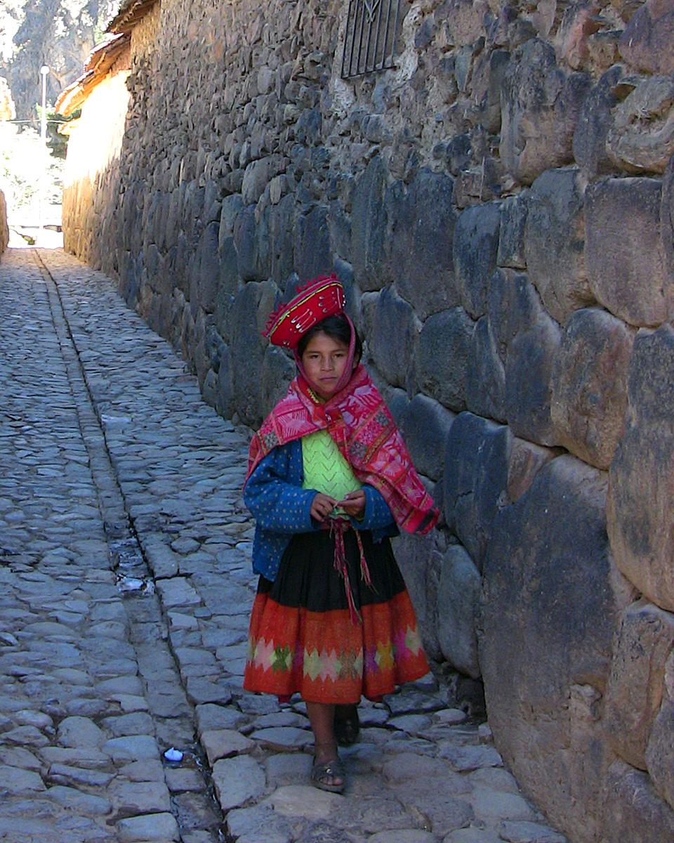 ollantaytambo-quechua-girl_.jpg