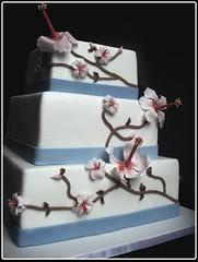 Wedding cake with hibiscus (cake4you.dk) Tags: flowers blue white branches weddingcake hibiscus elegant whiteandredweddingcake