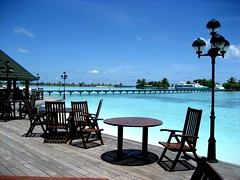 Infinity pool?! (sara77_zid) Tags: ocean blue sea beach water pool asia sara paradise mare blu infinity maldives acqua 2009 spiaggia paradiso oceano sabbia maldive atol atollo 5photosaday saand paradiseresort