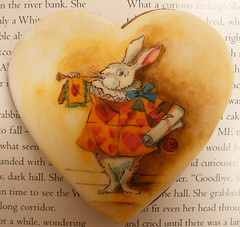 The White Rabbit (neviepiecakes) Tags: rabbit cookie heart aliceinwonderland whiterabbit lewiscarrol handpaintedcake gingergread