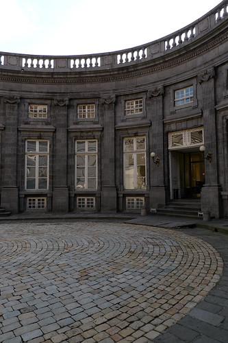 Cour intérieure de l'Hôtel de Chazerat (XVIIIe s.) au 4, rue Blaise Pascal à Clermont-Ferrand (Puy-de-Dôme, France) par Denis Trente-Huittessan