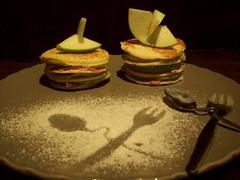 012 Milhojas de manzana y blinis con foie de pato y aceite de trufa